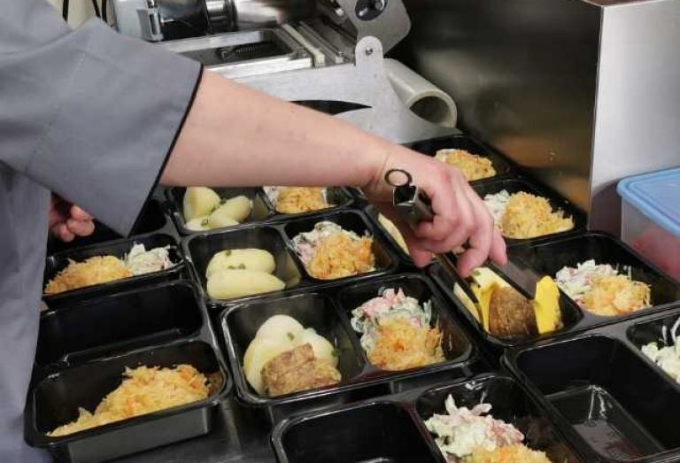 Zdjęcie główne newsa: Ciepłe posiłkidla potrzebujących mieszkańców